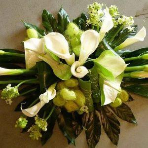 Witte bloemstukken